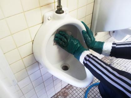 豊田市の保育園でトイレの便器清掃