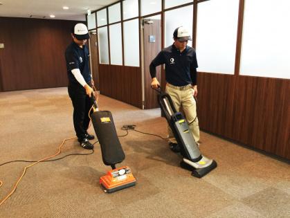 豊田市で清掃:オーボットによるカーペット洗浄