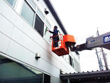 豊田市のビルのガラス清掃