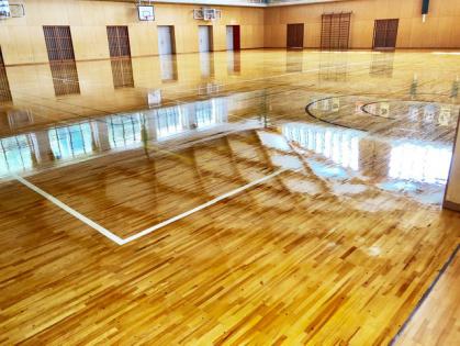 体育館木床フローリング 修繕リフォーム コーティング完了 全体2