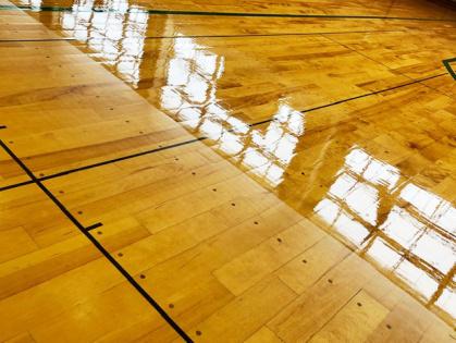 体育館木床フローリング 修繕リフォーム コーティング途中2