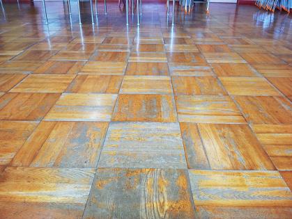 教室フローリング木床 リフォーム ビフォー