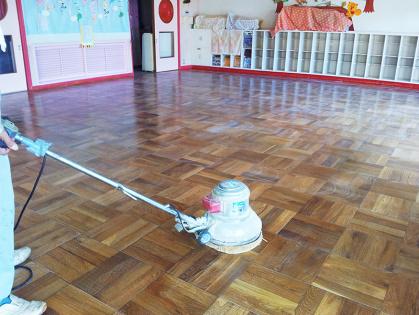 教室フローリング木床 リフォーム 磨き