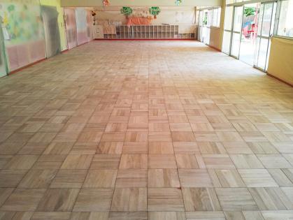 教室フローリング木床 リフォーム 削り完了 全体