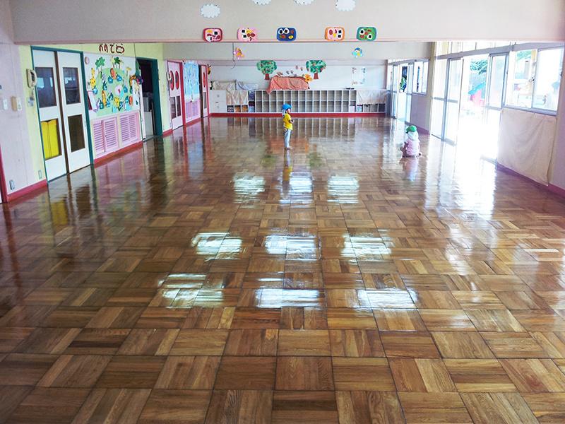 教室フローリング木床 リフォーム 仕上がり 教室に子供