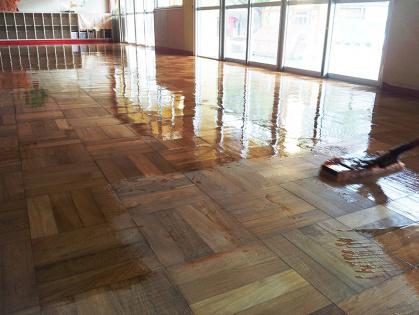 教室フローリング木床 リフォーム ワックス